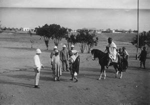 Le Sultan de Garoua arrivant au poste