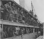 Embarquement de troupes serbes après leur séjour à Corfou (mars - avril 1916). Embarquement de Serbes