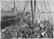 Embarquement de troupes serbes après leur séjour à Corfou (mars - avril 1916). Transbordement sur un transport de troupes de différentes unités
