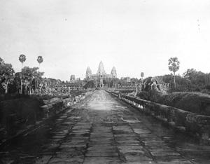Chaussée dallée (Angkor-Vat)